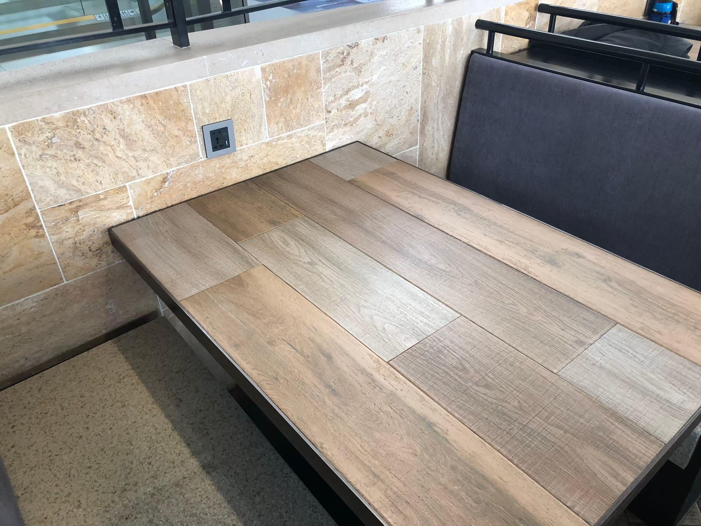 複数人で使えるテーブル席