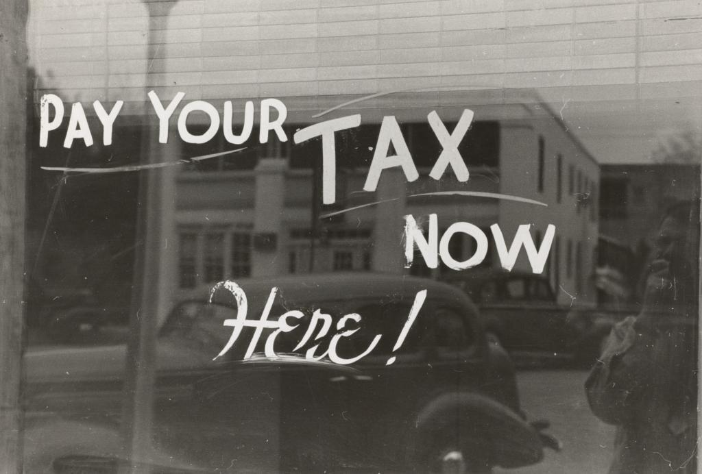 国はどんどん税金を上る