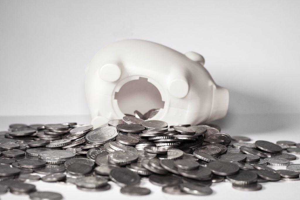 今の日本で預貯金は無意味