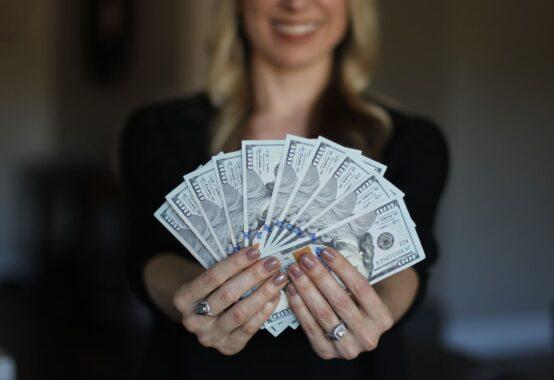 """現役銀行員に聞いた!銀行にとって""""儲かる""""金融商品とは?"""